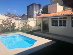 Linda Casa na Trindade com piscina,próx de tudo no bairro,ótima localização,linda vista!