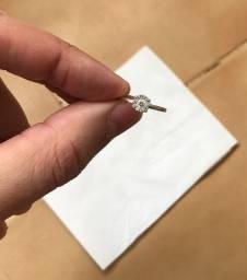 VENDO anel ouro branco e diamantes