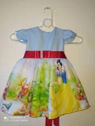 Vestidos infantis temáticos.