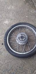 Vendo roda de 125 boa rolamentos novos  só arrumar o pneu