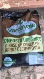 Adubo de Composto Orgânico para Jardinagem e Hortas