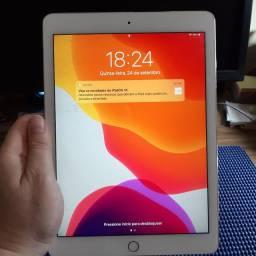 iPad air 2 + capa couro + teclado Logitech + adaptador HDMI