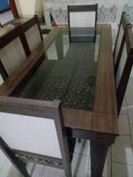 Mesa com 6 cadeiras com tampa de vidro