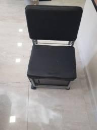 Cadeira de manicure com gavetas e rodas