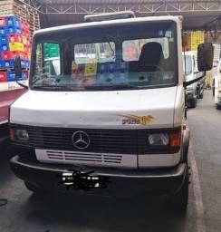 Caminhão Mercedes 710