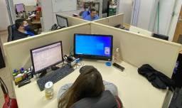 Mesa / Ilha de trabalho de 4 lugares + 1 mesa.