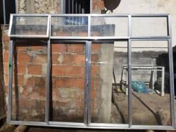2 janelas com vidro
