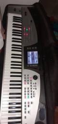 Vendo esse Roland E 60 com vários ritmos da noite!