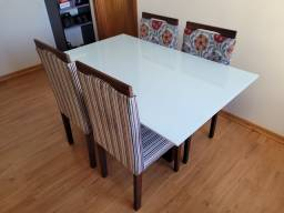 Vendo Mesa com Tampo de Vidro + 4 Cadeiras
