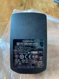 Fonte e cabo Garmin