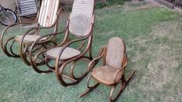 Cadeira balanço empalhada antiga