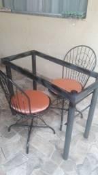 Meza  com 2 cadeiras