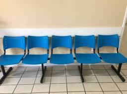 Cadeiras longarinas com 5 e 3 lugares + 2 cadeiras