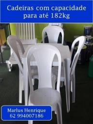 Jogo de cadeira e mesa de plástico