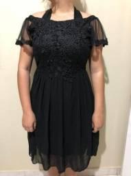 Vestido preto bordado com tule