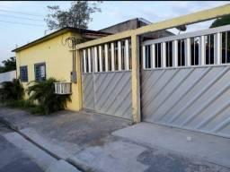 Casa com 2 quartos, 2 banheiros, garagem