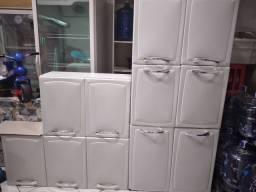 Jogo de cozinha Itatiaia 11 portas mais balcão de pia em aço usada mais bem conservada