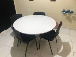 Mesa para Escritório com cadeiras