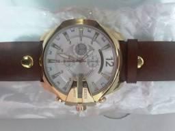 Relógio CURREN novo no plástico