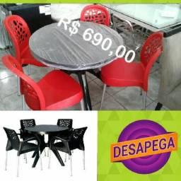 Mesa redonda com 4 cadeiras Imperdível