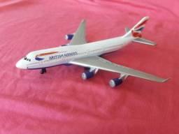 Miniatura de avião british airways