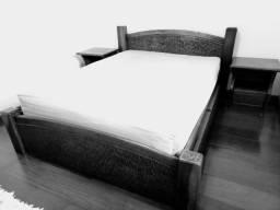 Cama de casal de madeira maciça personalizada