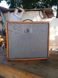 Amplificador cubo de guitarra