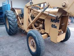 Vende-se ou Aluga-se  Pa Carregadeira 65R para materiais de construção