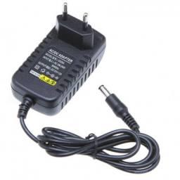 Fonte bivolt com saída 12V/2A para fitas de led, câmeras, entre outros