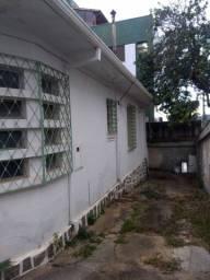Casa de esquina em frente ao colégio Batista