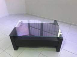 Vendo centro em madeira e tampo de vidro