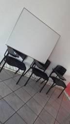 Quadro branco e 3 cadeiras semi nova entrego grátis