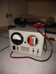 Carregador de baterias marca LUX-LUF