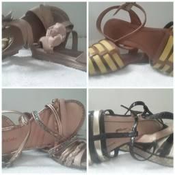 Pares de sandálias todas em bom uso
