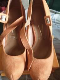 Vendo sapato  número 35 é pra vende rápido 60 reais