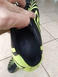 Chuteira Futsal Umbro - Preto+Limão Tam. 40