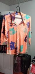 Vende se uma blusa feminina