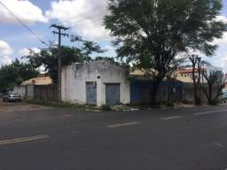 Terreno de esquina no Bairro Cabral