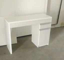 Linda bancada com gaveta e armário