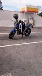Moto Yamaha fazer 250.
