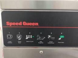 Máquina de lavar e extratora.