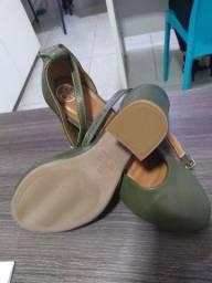 Vende se Sapato Cor Verde n° 38