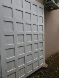 Porta de garagem madeira