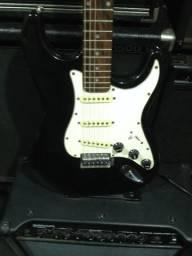 Guitarra stratocaster preta tagima