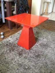 Mesa de Canto Lateral Pirâmide Vermelha em vidro