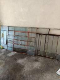 Quatro janelas de ferro entrego