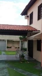 Vendo linda casa no Montese com 405m, sendo 3 suítes + depedencia, Excelente localização.