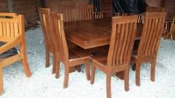 Mesa de madeira rústica maciça