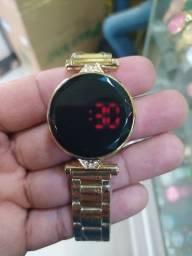 Relógio Digital em Led (Banho Dourado)