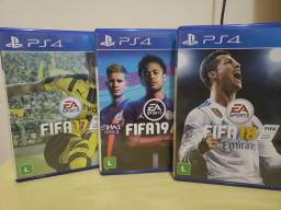 FIFA 17 , FIFA 18 e FIFA 19 para PS4 ( Valor dos 3 jogos)